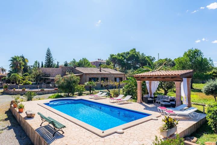 """Bellissima casa vacanze """"Finca Galardo"""", con vista sulle montagne, giardino, piscina, terrazza e WiFi, parcheggio disponibile, animali domestici ammessi"""