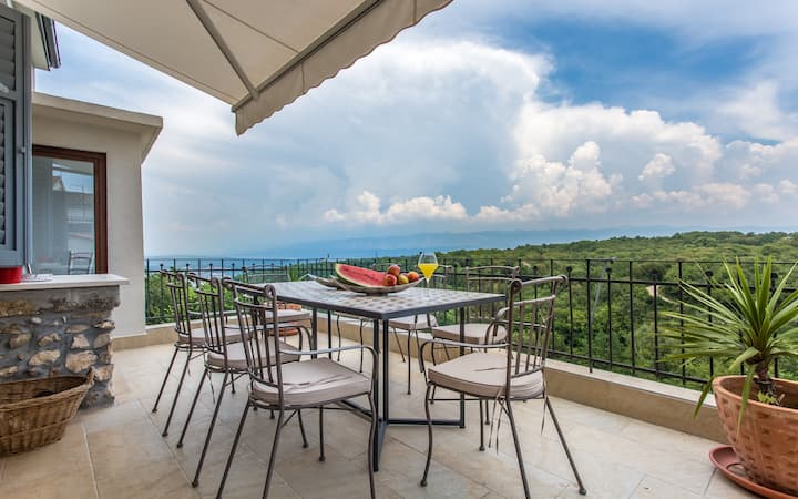 Villa Storia- private house in a peaceful town