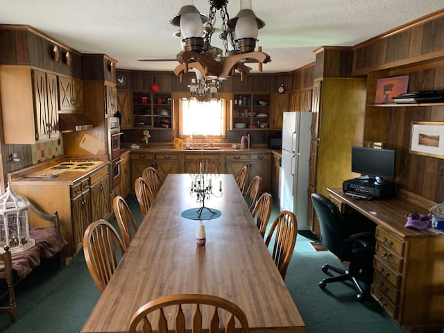 Country home w/ 33 acres