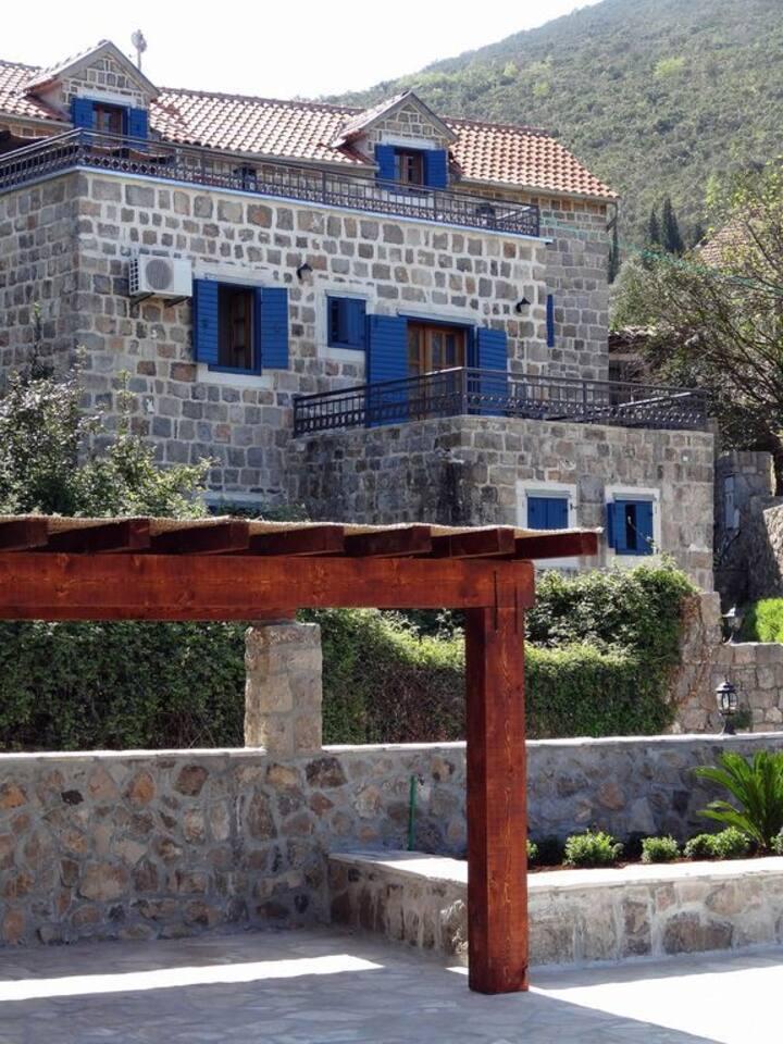 Beautifully Restored Stone Villa - Provencal Style