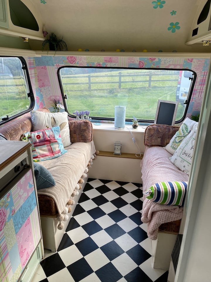Vintage caravan with stunning views over Langsett