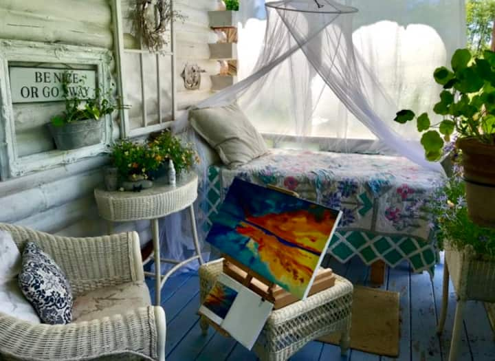 Magical artist cabin on 23 acres