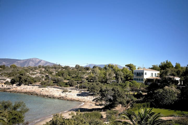 Electra Beachfront Villa with Tennis Court. - Porto Cheli - Reihenhaus