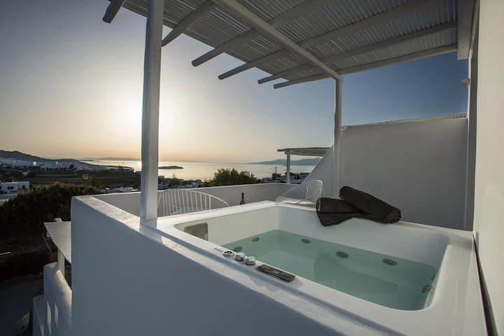 Deluxe Room | Outdoor Jacuzzi & Sea View