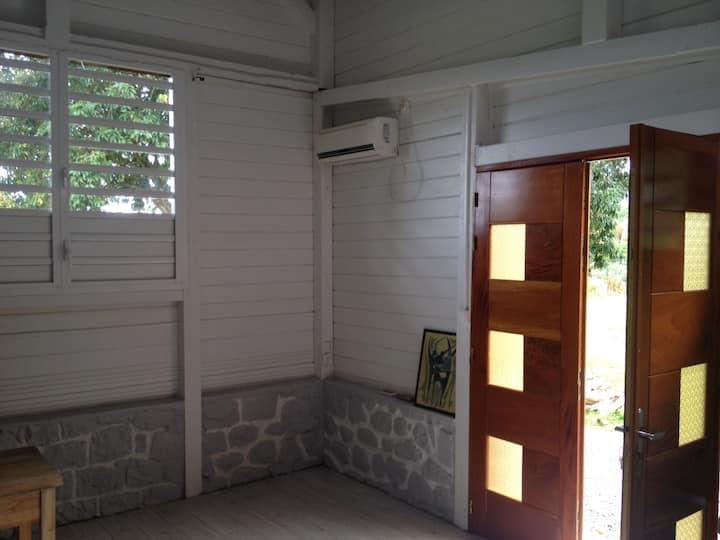 studio équipé dans un coin verdoyant