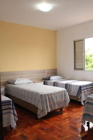 Suíte com 4 camas próx. Congonhas - São Paulo - Bed & Breakfast
