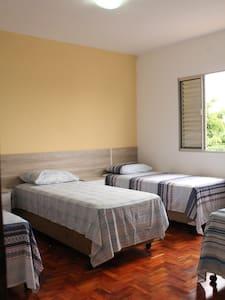 Suíte com 4 camas próx. Congonhas - São Paulo