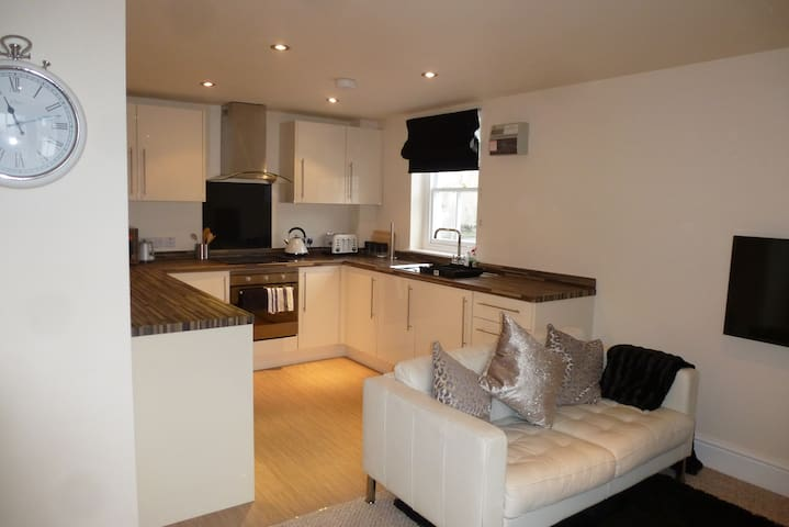 Lake District,Kendal,2 Bedroom Cottage,FreeParking