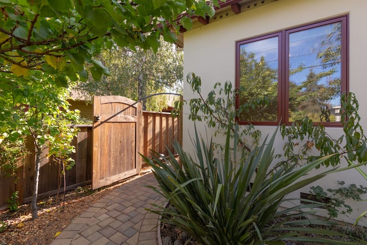 Modern Suite with Private Entry Nearby Stanford
