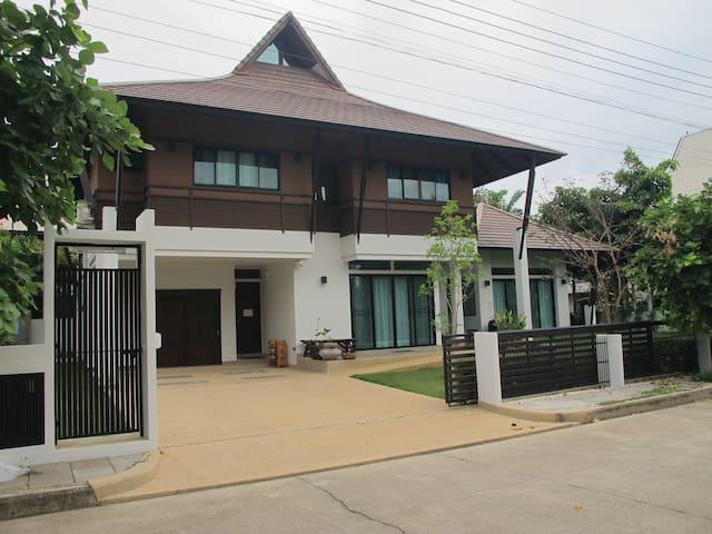 Private villa in Chiang Mai - Chiang Mai - Dům