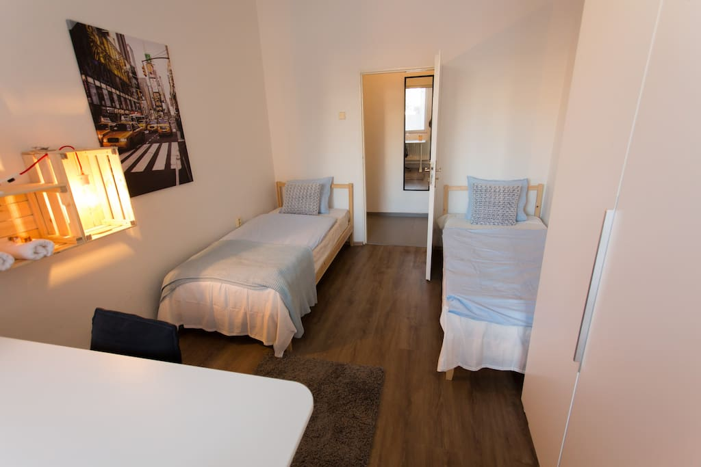2 single beds room
