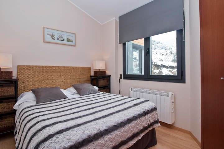 1 Bedroom Apar. views. next to ski slopes. El Tarter.FLOC 23