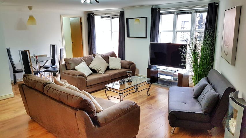 Bookbinders 7: Large & Central Apartment in Leeds