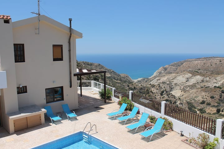 Mediterranean dream with sea view and private pool