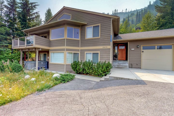 Stunning ski-in/ski-out home w/ private hot tub, near golfing, skiing, & more!
