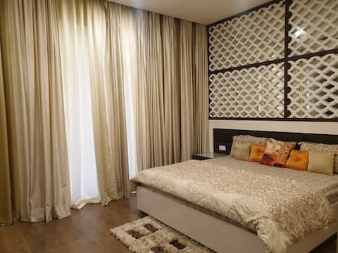 Stay in Luxurious Private room at Esencia Villa.