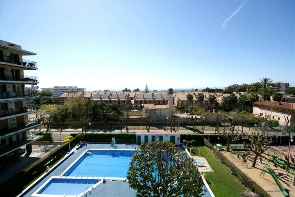 Apartamento para 6 equipado con piscina comunitaria for Piscina premia de mar