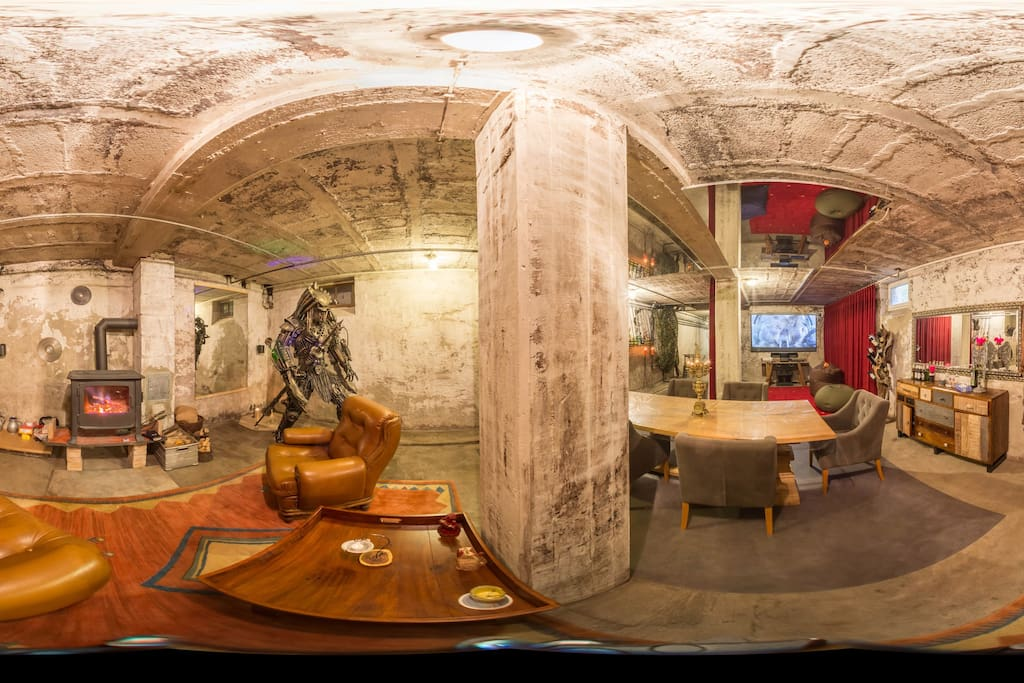 The bunker- chill, media, meeting & party zone all in one !