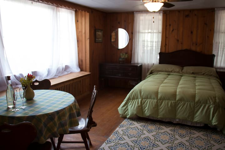 Studio Apartment in the heart of FLX wine country! - Hector - Apartamento
