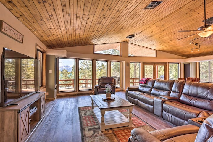 Upscale Cabin w/ Mountain Views + Large Game Room!