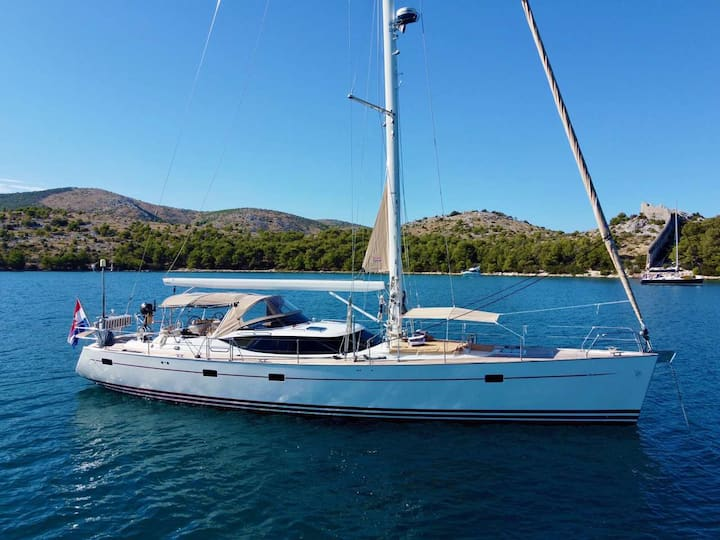 Sailing Lunulata - Private Yacht