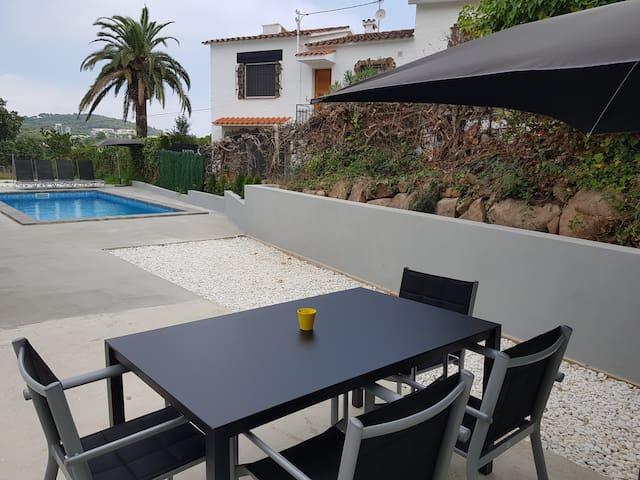 Casa nueva Platja d'Aro Piscina+Wifi.Muy tranquilo
