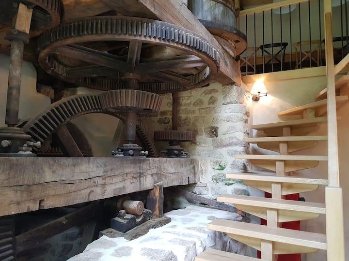Moulin à eau médiéval en pleine nature