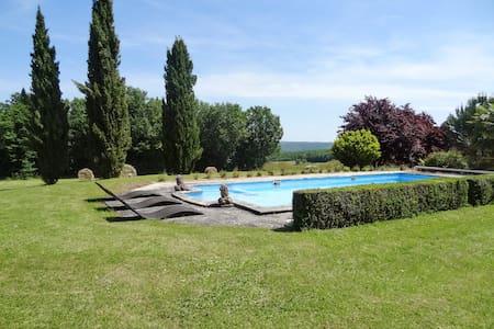 Spacious house w/ swimming pool - Saint-Amand-de-Coly