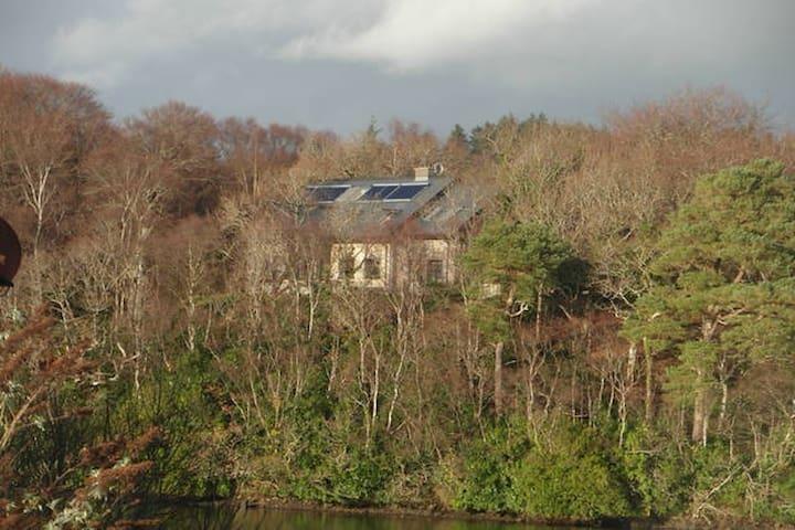 Twin Room in Idyllic Lake front house - Ballyshannon