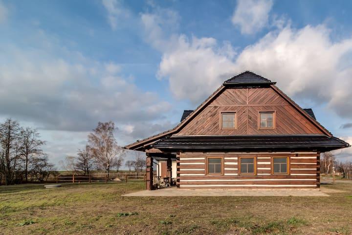 Old Style Log Cabin - Flora's Cabin/Roubenka Flora