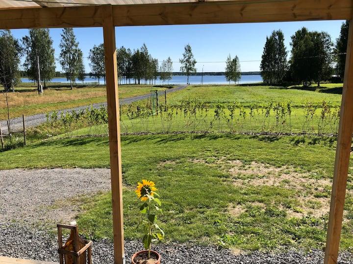Mysig stuga med sjöutsikt, Norra bergfors, Sverige