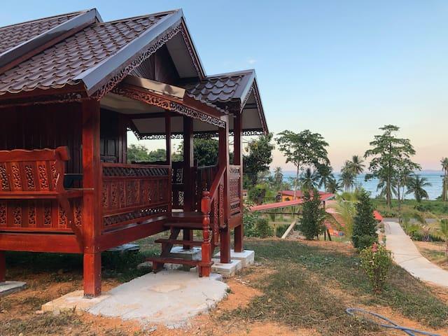 บ้านไม้เรือนไทยน็อคดาว