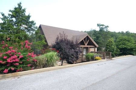 Pet-friendly 1 Br Lakefront Cabin Playgnd Pool