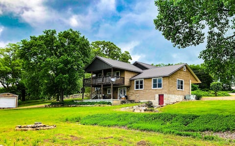 Grandview Rapids on the Kings River, Fire Pit, Deck, WiFi, Sauna, FREE River Access (walk or drive)