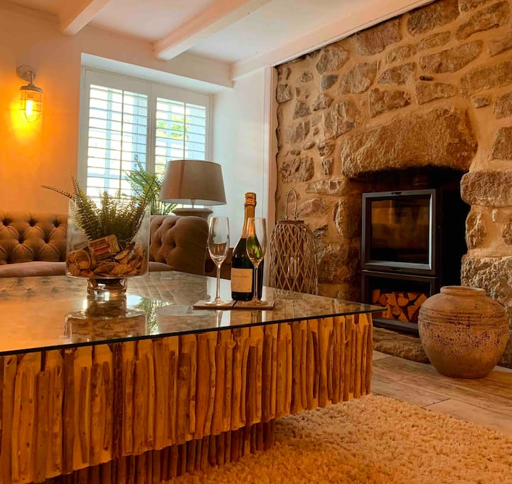 Charming, Stylish Cottage by Mousehole Harbour