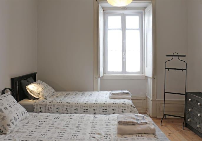 "Casa dos Tios ""Quarto de Visitas"" - Cadaval - Bed & Breakfast"