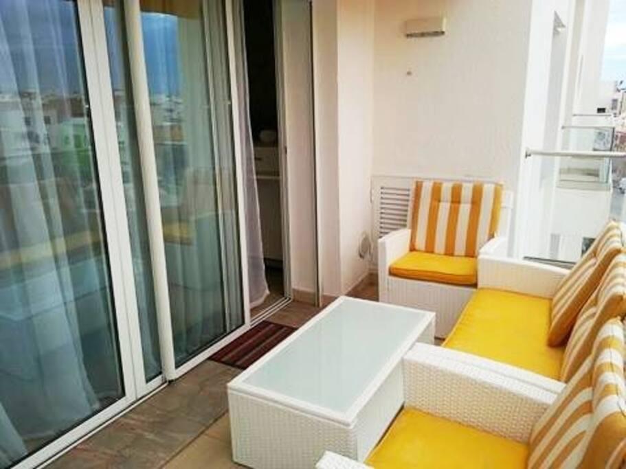 grand balcon pour un petit déjeuner avec une vue panoramique