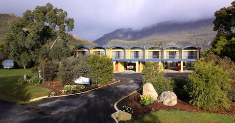 Wallandon - 2 Storey Luxury Couples Accommodation