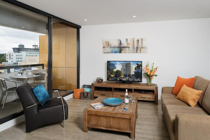 Large 2-bedroom Apartment on Kingsway
