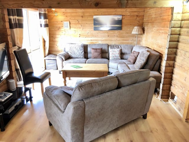 44 - Lavender Lodge, Barend Holiday Lodges with free swimming, sauna and golf
