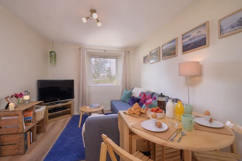 Cosy, self contained 1 bed flat in Deeside