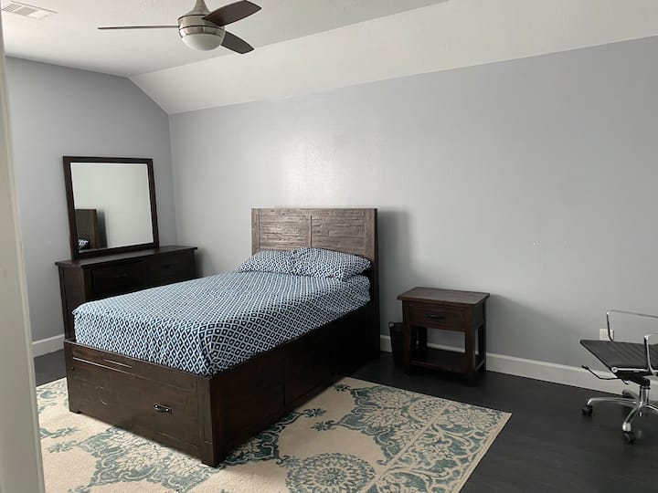 1 bed room in cozy house