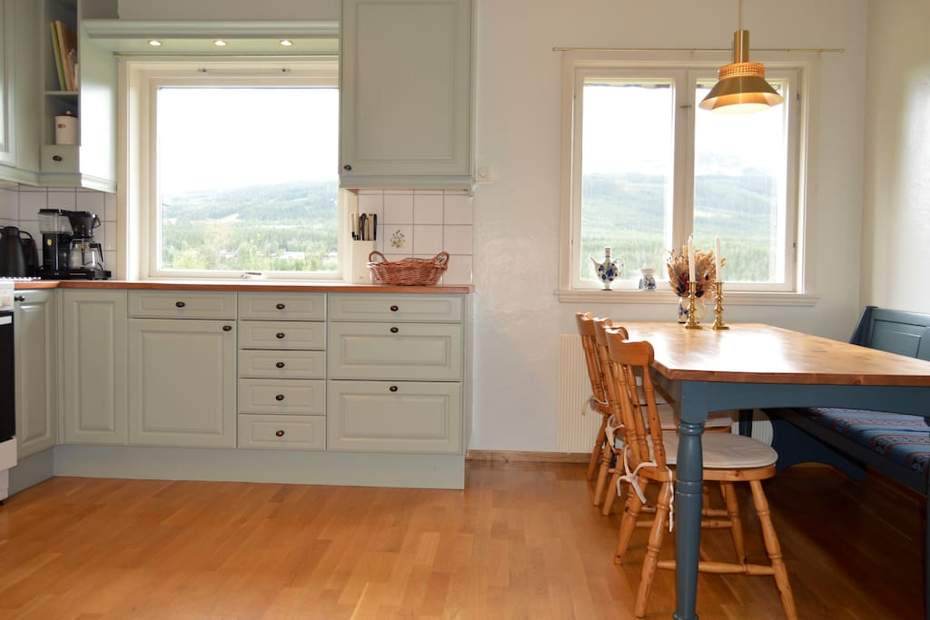 Kitchen with view over Trysilfjellet and Trysilelva