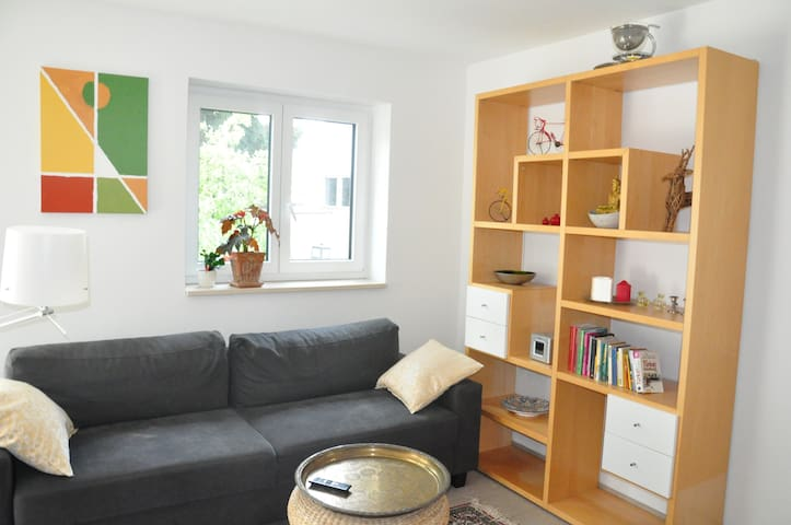 Mod. Apartment am Neckar, nah zu den Kliniken NHF