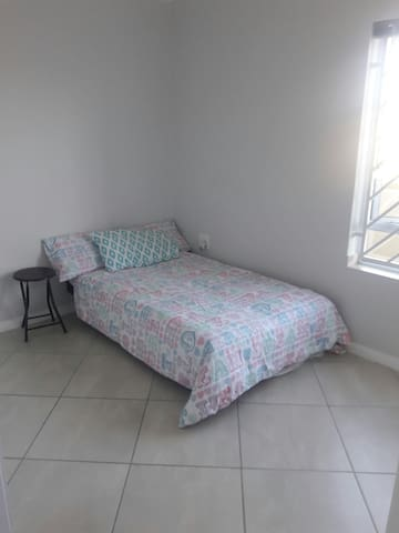 Private Room in Security Estate (B) - Cape Town - Byt