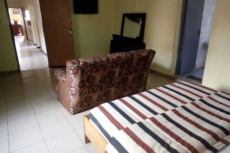 Decent 3 Bed with food & lounge - ikeja