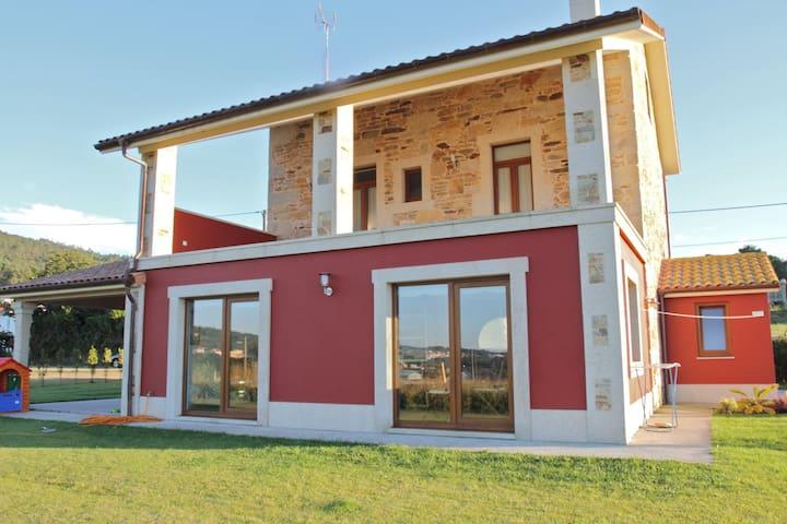 Wonderful house in Cost of death - Cabana de Bergantiños - House