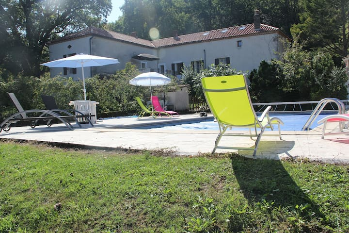 A large family home with an incredible view & pool - Cazideroque - Dům