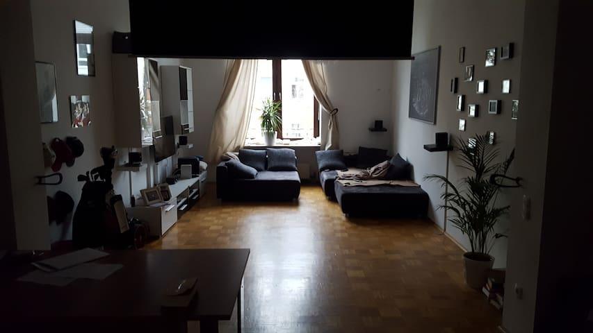 Documenta- Zimmer in Altbauwohnung, Innenstadtlage