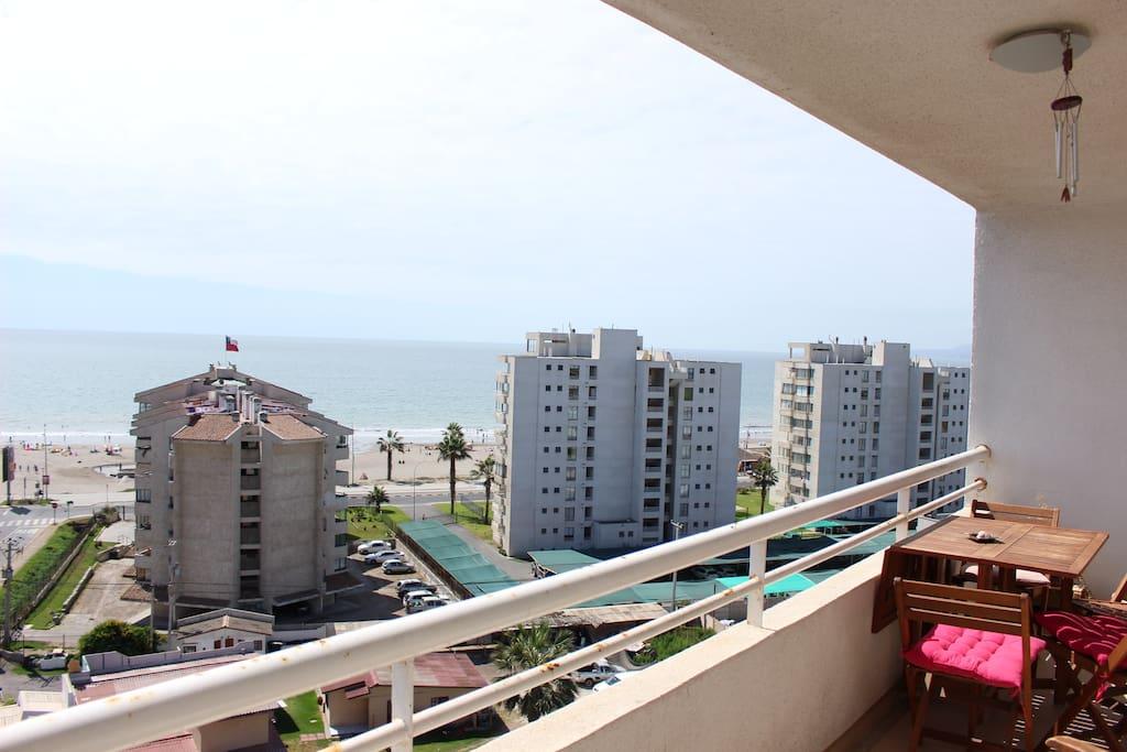Balcón con vista hacia la playa
